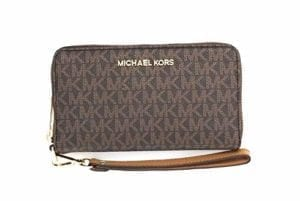 Read more about the article Michael Kors Jet Set Travel Large Flat Multifunction Phone Case Wristlet (Brown 2018)