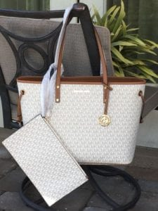 Read more about the article MICHAEL KORS JET SET TRAVEL LARGE LEATHER DRAWSTRING TOTE VANILLA $348 ZIP POUCH